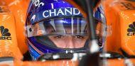 Fernando Alonso en el MCL33 - SoyMotor.com
