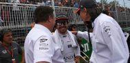 Zak Brown, Fernando Alonso y Mansour Ojjeh en Montreal - SoyMotor.com