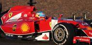 Alonso debuta con susto y el motor Mercedes sigue siendo el más fiable