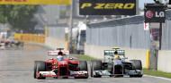 Vídeo: la F1 recuerda las 5 mejores batallas entre Alonso y Hamilton - SoyMotor.com