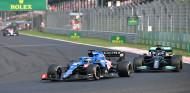 "Verstappen da las gracias a Alonso: ""Lo hizo bien con Hamilton"" - SoyMotor.com"