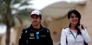 Fernando Alonso y Silvia Hoffer en Baréin - SoyMotor.com