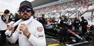 Alonso no pudo contener su frustración con McLaren durante la carrera de Japón - LaF1