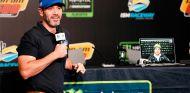 Jimmie Johnson y Fernando Alonso durante la rueda de prensa - SoyMotor