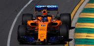 Fernando Alonso con el MCL33 en Australia - SoyMotor.com
