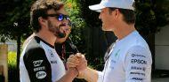 Fernando Alonso en el paddock de Malasia - LaF1
