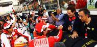 Fernando Alonso y Sergio Marchionne en Yas Marina en 2010 - SoyMotor.com