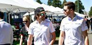 Alonso conversa con Vandoorne en Australia - SoyMotor
