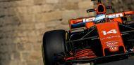 Fernando Alonso en Bakú - SoyMotor