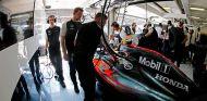 Box del equipo McLaren - laF1