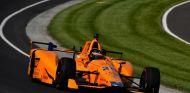Alonso recibe los consejos de Franchitti - SoyMotor.com