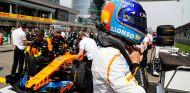 Fernando Alonso en la parrilla de China - SoyMotor