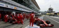 Fernando Alonso y Kimi Räikkönen en el Pit-Lane de Monza - LaF1