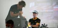"""Alonso, volcado con el proyecto de Renault: """"El teléfono suena bastante"""" - SoyMotor.com"""