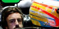 Fernando Alonso en el cockpit del MP4-30 - LaF1.es