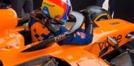 Alonso se sube al McLaren MCL34: prueba de extracción previa al test de Baréin - SoyMotor.com