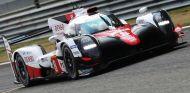 Alonso con el Toyota en Baréin - SoyMotor.com