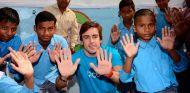 Fernando Alonso visita India con Unicef en 2012 - SoyMotor.com