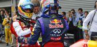 Fernando Alonso y Sebastian Vettel se felicitan en Spa-Francorchamps - LaF1