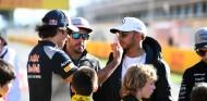 Fernando Alonso, Lewis Hamilton y Carlos Sainz en una imagen de archivo - SoyMotor