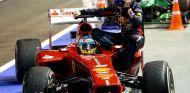 Max Webber subido al F138 de Alonso - LAF1.es