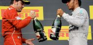 Fernando Alonso (izq.) y Lewis Hamilton (der.) en el GP de Hungría de 2014, último podio de Alonso –SoyMotor.com