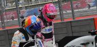 Esteban Ocon junto a Fernando Alonso – SoyMotor.com