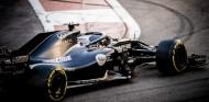 """Alonso completa 190 vueltas de un """"fantástico test"""" en Abu Dabi con el RS18 - SoyMotor.com"""