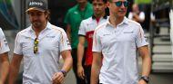 Fernando Alonso (izq.) y Stoffel Vandoorne (der.) –SoyMotor.com