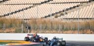 Lewis Hamilton y Max Verstappen en el Circuit de Barcelona-Catalunya - SoyMotor.com