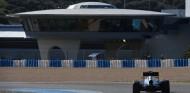 Jenson Button en Jerez durante la pretemporada 2015 - SoyMotor.com