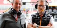 Jonathan Neale y Andreas Seidl en el GP de España F1 2019 - SoyMotor