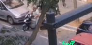 Aparca su moto en la calle para guardarse el sitio a sí mismo - SoyMotor.com