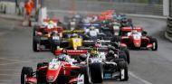Salida de la carrera 3 en Pau – SoyMotor.com