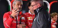 Maurizio Arrivabene y Ross Brawn en Suzuka - SoyMotor.com