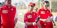 Maurizio Arrivabene, Sebastian Vettel y Riccardo Adami en Albert Park - SoyMotor.com