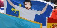 Pancarta en apoyo de Fernando Alonso con la bandera de Asturias - SoyMotor.com