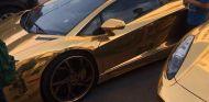 Un Ferrari y un Lamborghini bañados en oro se lucen en Cádiz - SOymotor