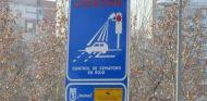 Señal que avisa de la presencia de un semáforo con sistema 'foto-rojo' - SoyMotor