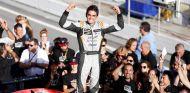 Mikel Azcona no falla y se corona campeón del TCR Europe