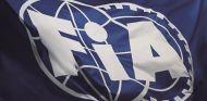 Bandera con el logo de la FIA – SoyMotor.com