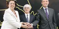 Bernie Ecclestone con Rita Barberá, alcaldesa de Valencia, y Francisco Campos, expresidente de la Comunidad Valenciana