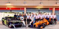 Fernando Alonso y Jimmie Johnson en Baréin - SoyMotor.com