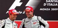 Button y Barrichello en el podio de Monza en 2009 - SoyMotor