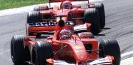 Rubens Barrichello por delante de Schumacher en Imola 2001 - LaF1.es