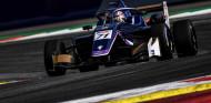 Sólido debut de Benavides en EF Open: puntos en todas las carreras - SoyMotor.com