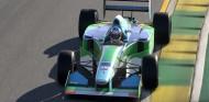 Los coches de Schumacher, en acción en el videojuego F1 2020 - SoyMotor.com