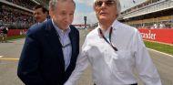 Jean Todt y Bernie Ecclestone en la parrilla de salida de Montmeló - LaF1