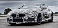 El BMW M8 ha visto la luz con la pertinente dosis de camuflaje - SoyMotor