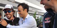 Fernando Alonso, Borja Ortiz  y Carlos Sainz - SoyMotor.com